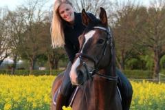 Miss Sweden utbildas i hoppning nu av Josefin